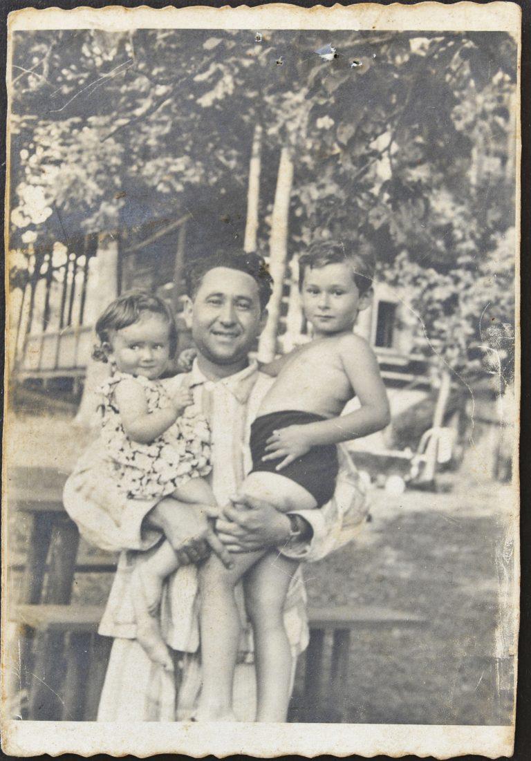 אברהם רומק בוסק בנו אלי ובתו רבקה 1939