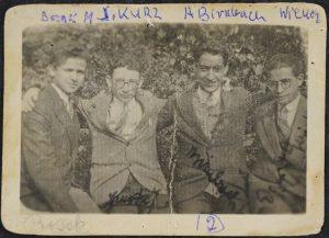 מאיר בוסאק וחברים מקבוצת שורשים וכתבים בקראקוב 1931 (2)